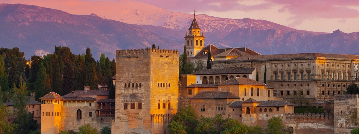http://redmago.com/wp-content/uploads/2012/09/alhambra_palace_at_sunset__granada__spain1-1250x467.jpg