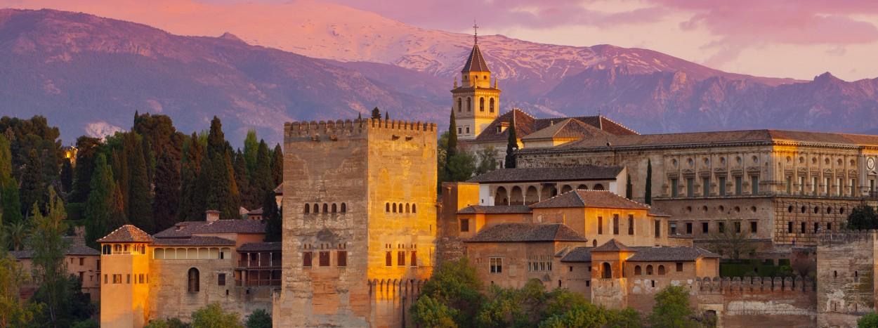 http://redmago.com/wp-content/uploads/2012/09/alhambra_palace_at_sunset__granada__spain1-1250x467.jpg