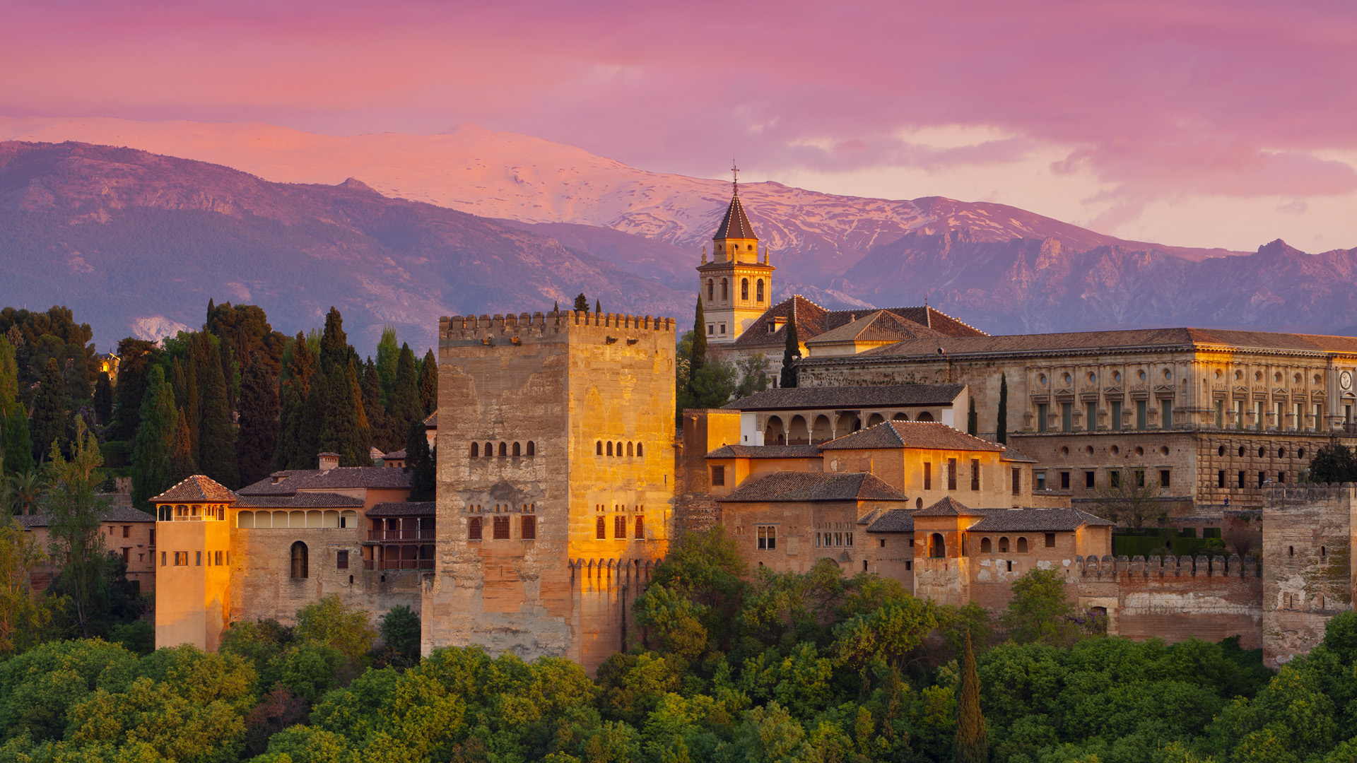 https://redmago.com/wp-content/uploads/2012/10/alhambra_palace_at_sunset__granada__spain1.jpg